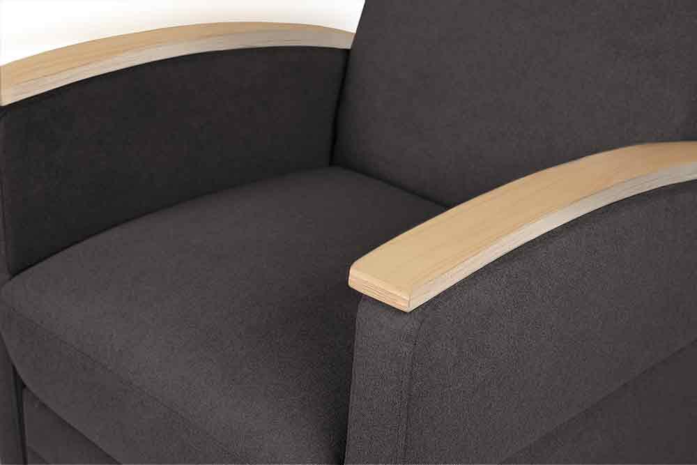 Pflegesessel / Pflegestuhl mit Armlehnen aus Sichtholz